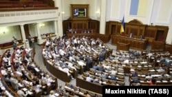 Pamje nga seanca e Parlamentit të Ukrainës ku është miratuar legjislacioni për sanksione kundër Rusisë