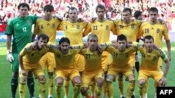 Євген Коноплянка (другий праворуч у нижньому ряду) в складі збірної України