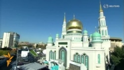 Putin Opens Largest Mosque In Moscow