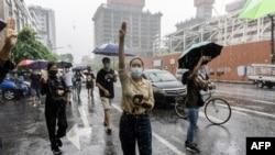 Протестиращи срещу военния преврат в Мианмар. Снимката е архивна