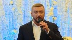 Qırımlılar diger ukrainler kibi evlenmelerini qayd ete bile – Petrenko (video)