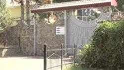 Мать обвиняемого в нападении на велотуристов угрожала себя поджечь у офиса ОБСЕ в Душанбе