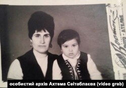 Ахтем Сеітаблаєв із мамою