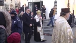 Irinej i Dodik na paljenju badnjaka u Beogradu