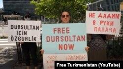 Туркменские активисты в США проводят акцию с призывом к Анкаре не выдавать Дурсолтан Таганову на родину. Август 2020 года.