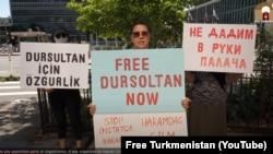 Акция туркменских активистов в США против депортации активистки Дурсолтан Тагановой в Туркменистан. Август, 2020.