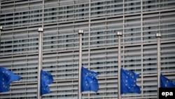 Եվրոպական հանձնաժողովի շենքի դրոշները, ի նշան սգո, իջեցվել են, 22-ը մարտի, 2016թ․