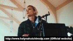 Галина Хатчинс в съемочном павильоне