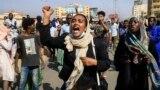 Суданда аскердик төңкөрүшкө каршы чыккан демонстранттар. 25-октябрь, 2021-жыл. Хартум.