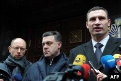 Лидеры украинской оппозиции (слева направо): Арсений Яценюк, Олег Тягнибок, Виталий Кличко