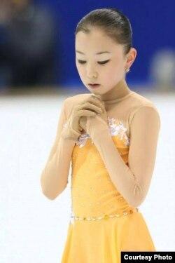 Элизабет Турсынбаева, 14-летняя фигуристка из Казахстана, на соревнованиях Гран-при.