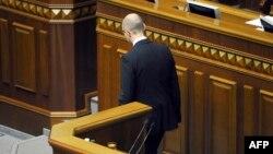 Арсеній Яценюк йде від трибуни Верховної Ради. Фото з архіву