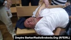 Петро Мельник у залі суду, який розглядав питання про обрання йому запобіжного заходу, Київ, 30 липня 2013 року