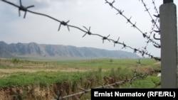 Кыргыз-өзбек чек арасына тартылган зым.