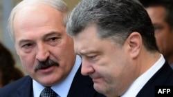Аляксандар Лукашэнка і Пятро Парашэнка, архіўнае фота