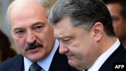 Олександр Лукашенко (л), Петро Порошенко (п), архівне фото