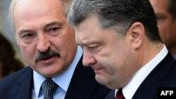Аляксандар Лукашэнка іПятро Парашэнка падчас чаміту «Нарманскай чацьверкі» ўМенску ўлютым 2015 году