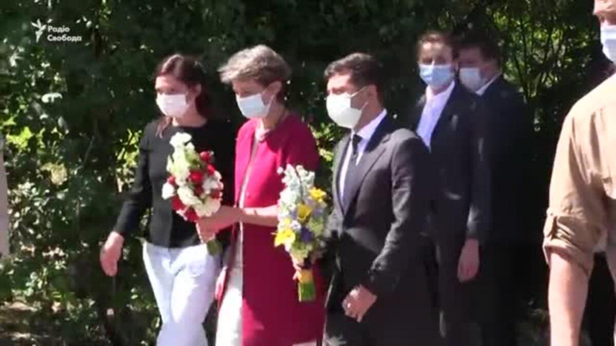Швейцария передала Донбасса 300 тонн гуманитарной помощи для очистки воды (видео)