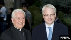 Ivo Josipović i Franjo Komarica u Banjaluci, 30. maj 2010. Foto: Boris Miljević