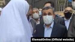 عکسی که اعتماد آنلاین از حضور این زن جوان در کنار محمود احمدینژاد منتشر کرد