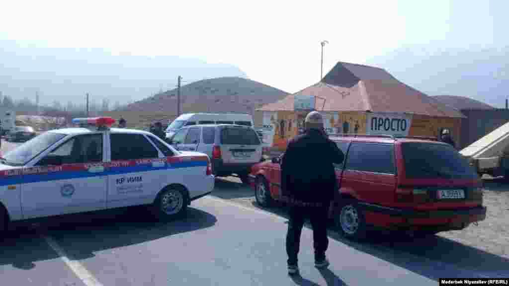 Шекара маңындағы қақтығыстан кейін Қырғызстан тарабы жол құрылысын қайта тоқтатты.