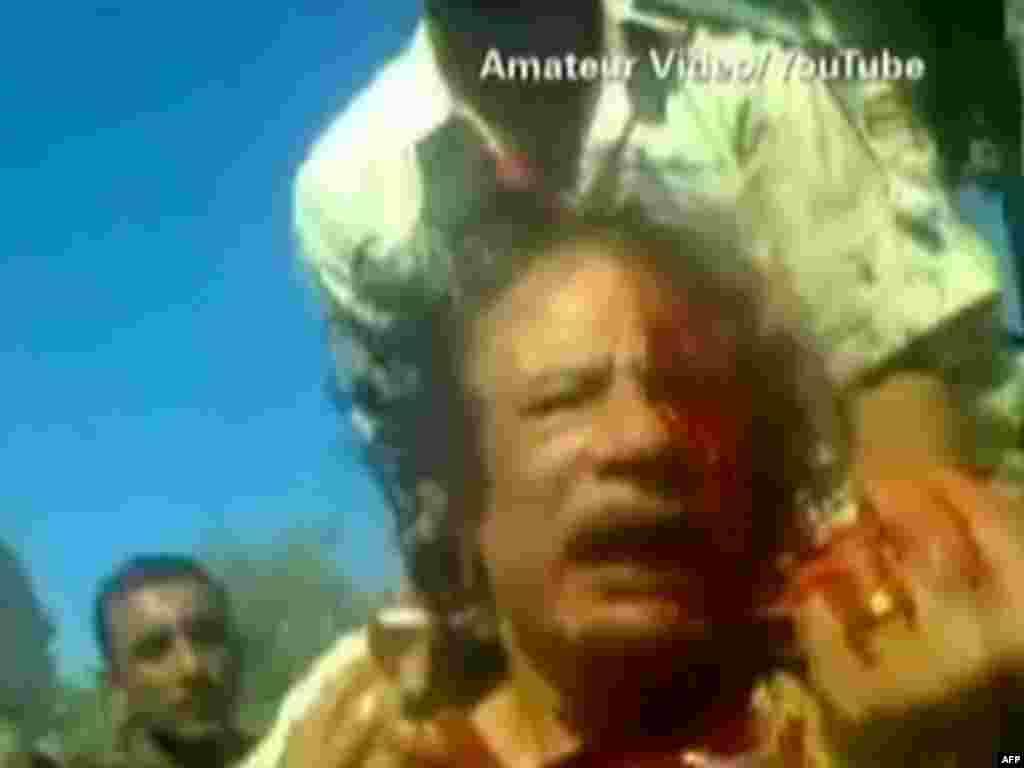 Bu da 42 illik hakimiyyət ömrünün sonuncu günü. 2011-ci il oktyabrın 20-də üsyançıların əlinə keçən Muammar Qaddafi öldürüldü.
