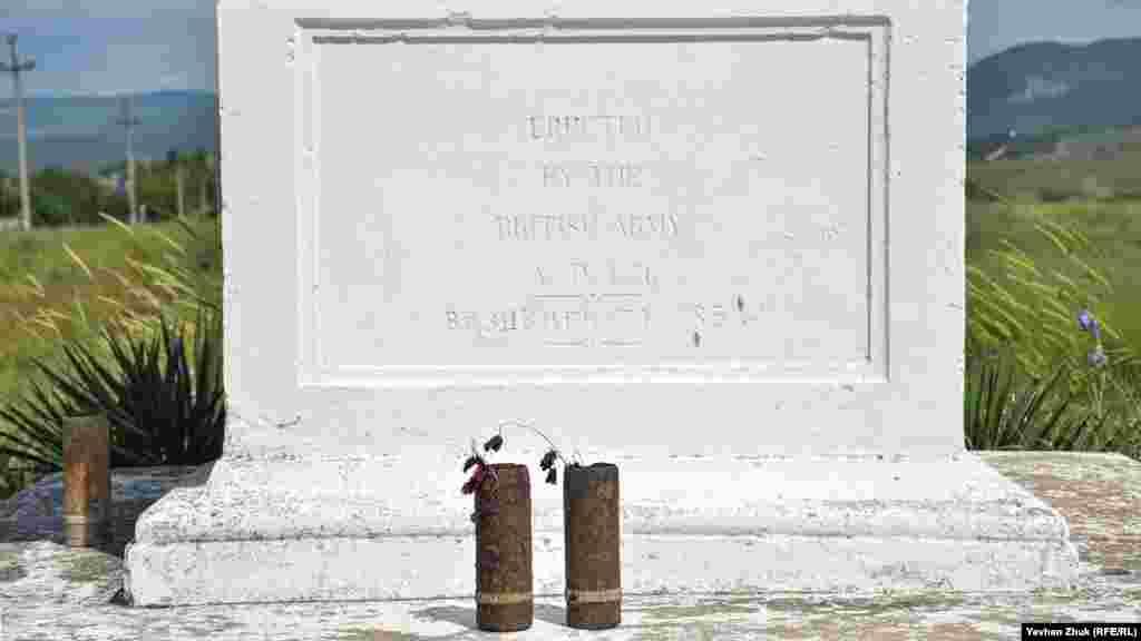 В геометрическом центре Балаклавский долины в 1856 г. англичане установили памятник – небольшой обелиск из мраморовидного известняка с надписью на английском и русском языках: «В память о павших в Балаклавском сражении 25 октября 1854 года». В 1945 году «Долину Смерти» под Балаклавой посетил глава правительства Великобритании Уинстон Черчилль, чей родственник граф Мальборо погиб в сражении. В 2001 году во время своего визита в Украину памятное место посетил принц Майкл Кентский – брат королевы Великобритании