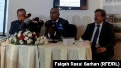 المؤتمر الصحفي لممثل صندوق النقد الدولي في العراق غازي الشبيكات (وسط) في عمّان