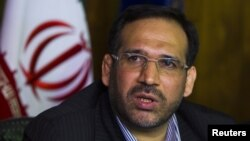 Iran -- Economy Minister Shamseddin Hossein speaks with journalists during a news conference in Tehran, 26Jul2011