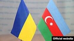 Azərbaycan və Ukrayna bayraqları.