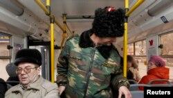 Казаки патрулируют общественный транспорт в Волгограде