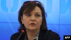 Russia -- Transparency International head Yelena Panfilova speaks in Moscow