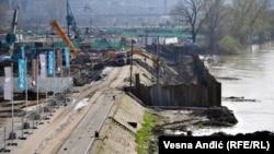 Экстренное строительство дамбы в Белграде
