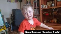 Пятилетний Саша Елеев с диагнозом «синдром Дауна».