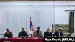 Presidenti i Serbisë, Aleksandar Vuçiq dhe zyrtarë të tjerë të lartë serbë gjatë takimit me përfaqësuesit e serbëve të Kosovës, në Rashkë të Serbisë. 13 tetor 2021.
