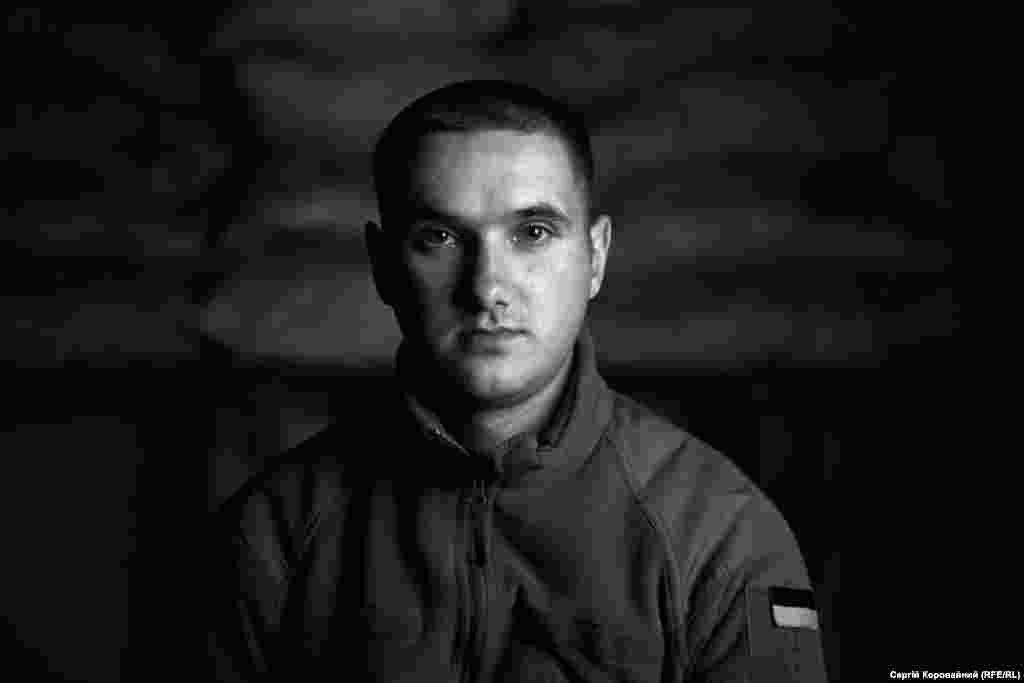 «Почему я пошел в армию? Чтобы война не дошла туда, где я живу. Чтобы ее вообще не было на мирной части Украины. Вы видели, какие здесь разбитые дома? Как живут люди? Больно смотреть. Не хочу, чтобы такое было у меня дома или где-то еще»