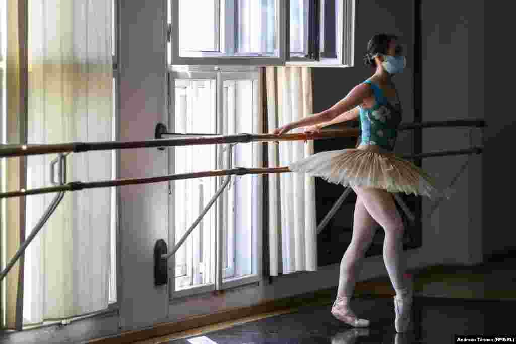 Rin a început să învețe balet în jurul vârstei de 10 ani, la un studio privat din Japonia.