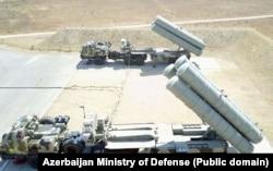 دو پرتابگر چهارتایی یکی از دو آتشبار اس-۳۰۰پی ام یو-۲ نیروی پدافند هوایی جمهوری آذربایجان