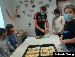 Galamb Alex a pandémia alatt kezdett a közösségi sütésbe, amelybe egyre több gyerek kapcsolódott be