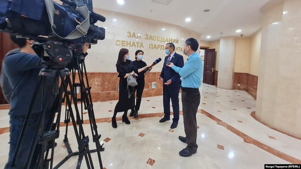 Журналисты в сенате Казахстана. Нур-Султан, 14 октября 2021 года