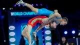 Қазақстандық балуан Қорлан Жақанша әлем чемпионатында Эмин Сефершаевтан жеңіліп, жүлдесіз қалды. Осло, 7 қазан 2021 жыл.