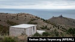 Дома строят на участках с великолепным видом на крепость Чембало и Балаклавскую бухту