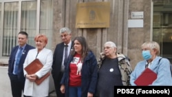 A pedagógusok szakszervezeteinek sztrájkbizottsága az első, sikertelen egyeztetés után Budapesten 2021. október 13-án