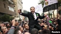 هواداران اخوان المسلمین در قاهره پیروزی کاندیداهای این حزب در پارلمان را جشن می گیرند،عکس تزئینی است