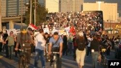 """Участники акции """"Захватим Окленд"""". США, Калифорния, 2 ноября 2011 г"""