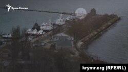 Захоплені Росією українські кораблі в порту Керчі. Окупований Росією Крим. 4 грудня 2018 року