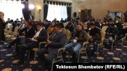 Депутаты перед началом внеочередного заседания ЖК. 10 октября 2020 года.