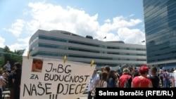 Protesti u Sarajevu ispred Parlamenta BiH, juni 2013.