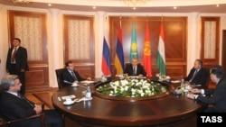 В Боровом идет очередной саммит СНГ. 19 декабря 2008 года.
