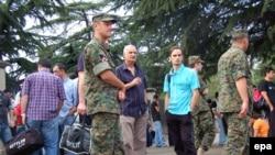 В Тбилиси продолжается сбор резервистов, мирные жители опасаются ударов российской авиации